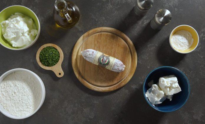Focaccine golose in padella con mousse di formaggio e Salame Cacciatore Italiano